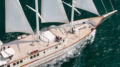 Sailing sun deck
