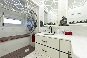 Khalilah - Master bathroom