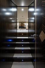 34m Leopard 28 Lower Foyer