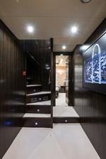 34m Leopard 29 Lower Foyer