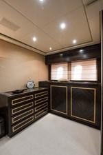 34m Leopard 35 Master Stateroom