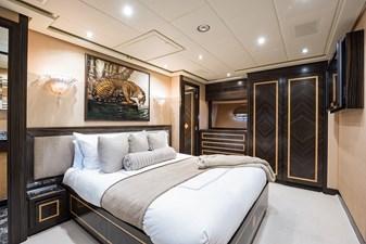 34m Leopard 43 VIP Stateroom