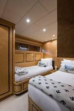 34m Leopard 48 Port Guest Stateroom