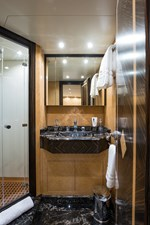 34m Leopard 57 Starboard Guest Stateroom Head