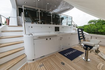 Cockpit forward, stairs to aft deck