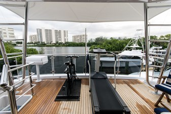 Aft flybridge deck exercise equipment