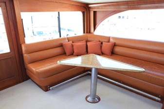 Enclosed bridge sofa