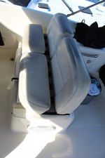 Flyingbridge helm seat, bolster up