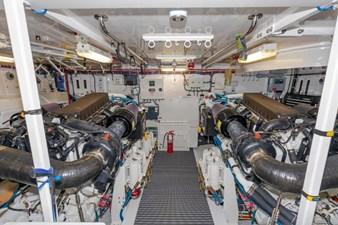 LEXUS LADY 93 Engine Room