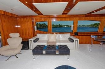 LEXUS LADY 38 Main Salon Port