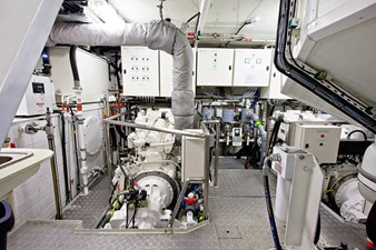 ANDROS 78' Aluship Engine Room 1 (Small)