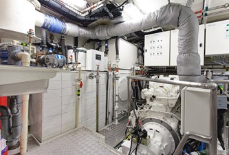 ANDROS 78' Aluship Engine Room 2 (Small)