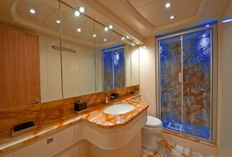 MAIORA 35 DP 20 VIP bathroom