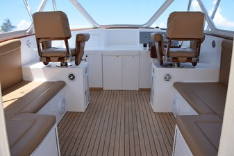 Helm deck with air conditioning