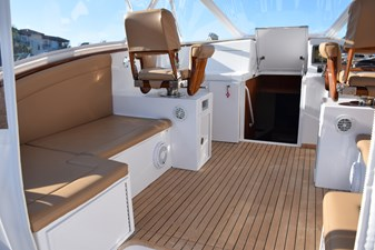 Bridge-deck Lounge port