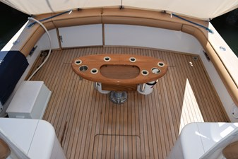 Cockpit with walk-thru transom gate and coaming pads