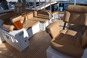 Helm seats with contour cushions