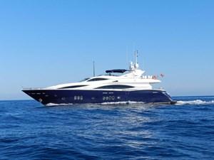 105-ft-2004-Sunseeker-Yacht-01