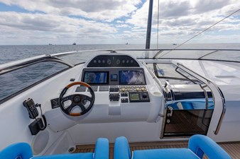 105-ft-2004-Sunseeker-Yacht-08