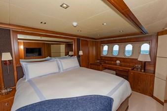 105-ft-2004-Sunseeker-Yacht-29
