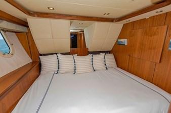 105-ft-2004-Sunseeker-Yacht-40