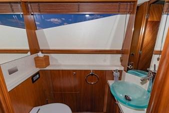 105-ft-2004-Sunseeker-Yacht-49