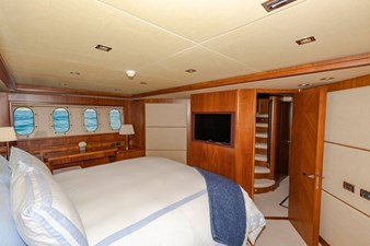 105-ft-2004-Sunseeker-Yacht-33