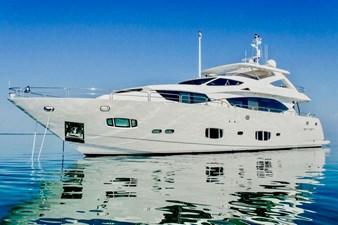 98-ft-2010-Sunseeker-30-Metre-Yacht-01