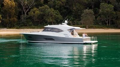 Riviera-545-SUV-Anchored-08