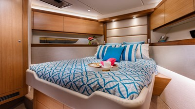 Riviera-545-SUV-Guest-Stateroom-Satin-Oak-Timber-Finish-01
