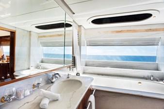 KOMOKWA 135 Owners ensuite bath