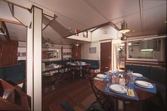 SR Salon, Kitchen