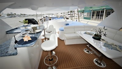 Flybridge bar and seating