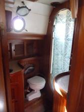 Aft Cabin Head w/Shower