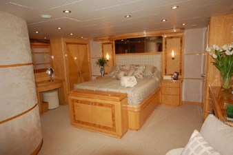 2004 Hargrave 68 Motoryacht 40