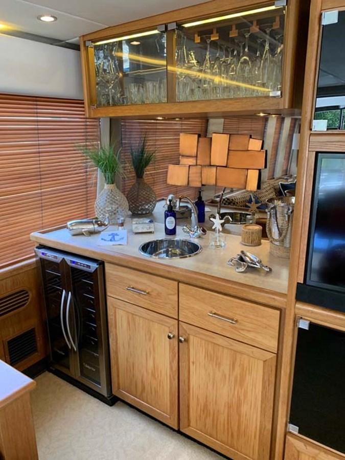 7 Salon Bar with Wine Chiller