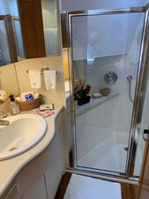 36 VIP En-Suite Head with Stall Shower