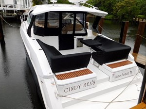 39-2015-Cruisers-Yachts-Express-Coupe-02