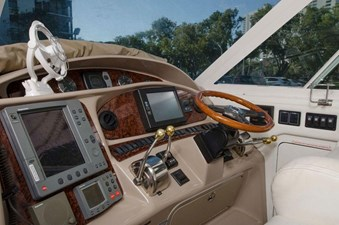 - 10 39-2004-Sea-Ray-Motor-Yacht-09