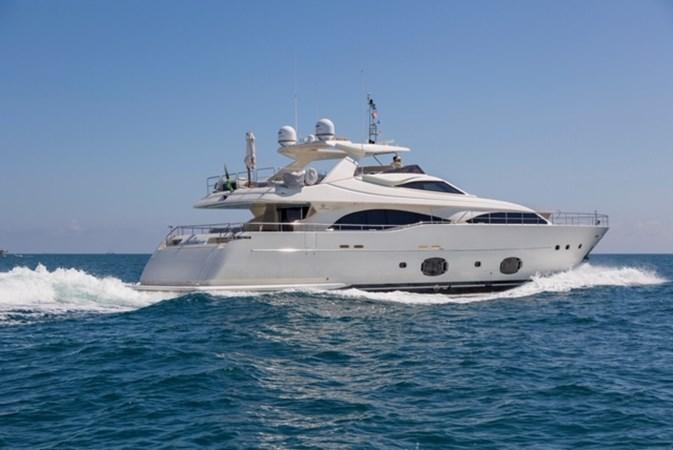 97-2008-Ferretti-Yachts-Custom-Line-02