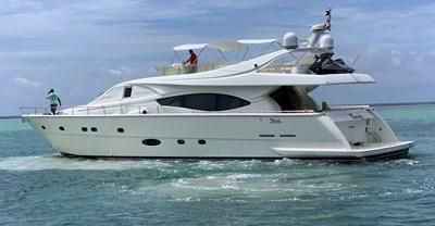 76-2003-Ferretti-Yachts-03