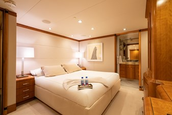 Starboard Forward Stateroom in king configuration