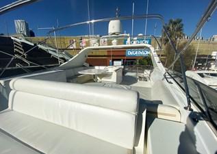 (57)Falcon-86-Motor-Yacht-Exterior-Flybridge-2