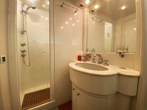 Gran Finale II 31 (310)Falcon-86-Motor-Yacht-Bathroom-VIP