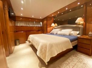 (324)Falcon-86-Motor-Yacht-Master-Cabin