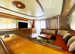 (90)Falcon-86-Motor-Yacht-Salon