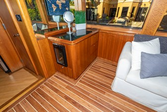 Salon to Starboard