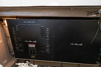WAKE PERMIT 36 Main DC breaker panel