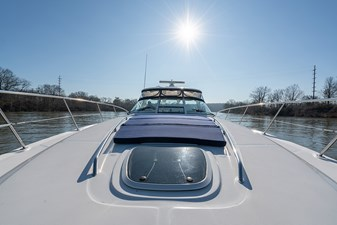 WAKE PERMIT 43 Fore deck