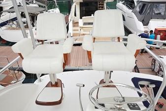 Helm-Chair1